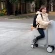 Japanners komen met opblaasbare e-scooter die in rugzak past