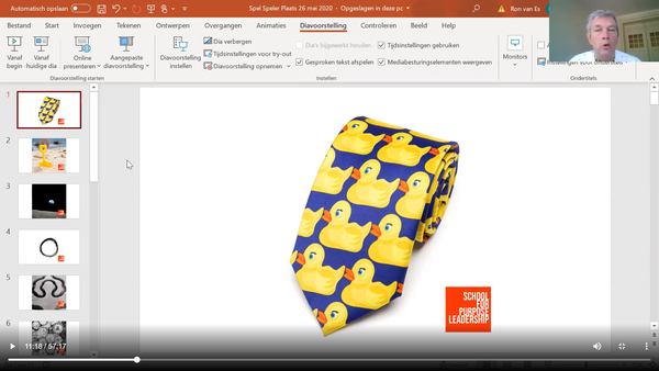 Wil je meer over de stropdas met de badeendjes weten?