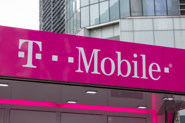 T-Mobile's mid-band 5G network is now cracking 1Gbps, showing Verizon and AT&T are seriously screwed