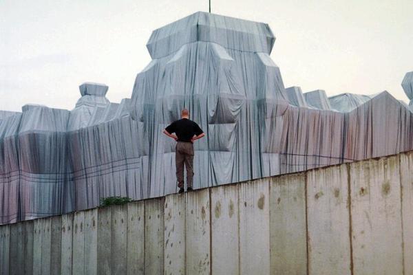 Christo, der Künstler, der den Reichstag verhüllte, starb am Sonntag in New York.