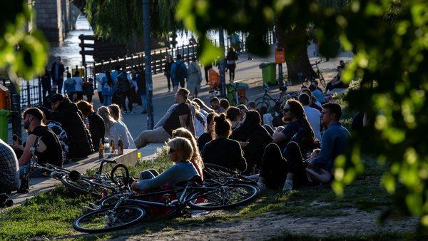 Akzeptanz für Corona-Maßnahmen sinkt in Deutschland