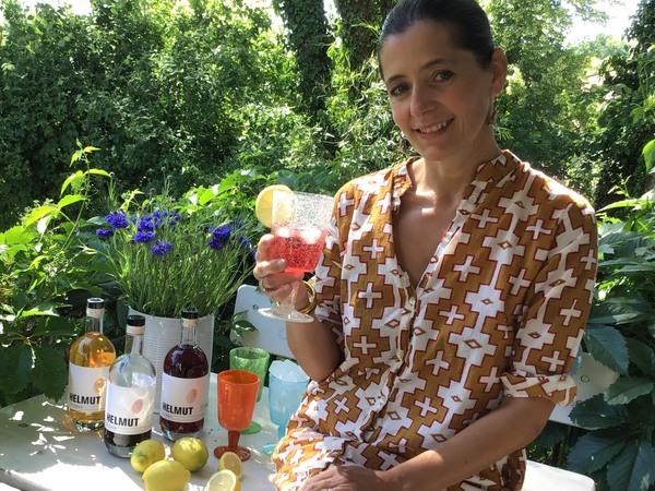 """Ulrike Tetzlaff genießt """"Helmut"""" am liebsten auf Eis und mit Tonic. Foto: privat"""