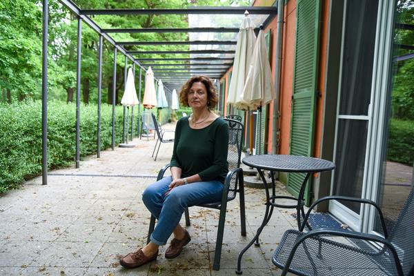 Christiane Fittkau auf der Terrasse des Hospiz. Foto: Varvara Smirnova