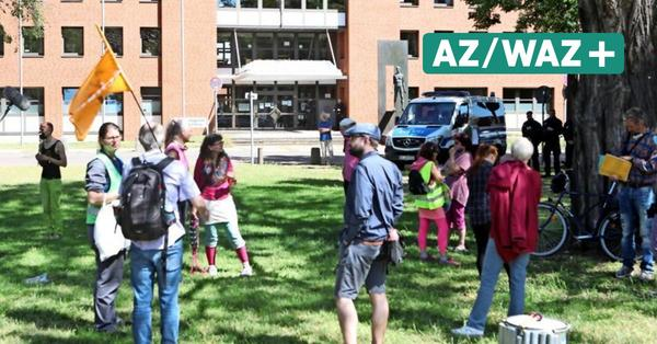 Prozess wegen blockierten VW-Zuges: Umwelt-Demo vor Wolfsburger Amtsgericht