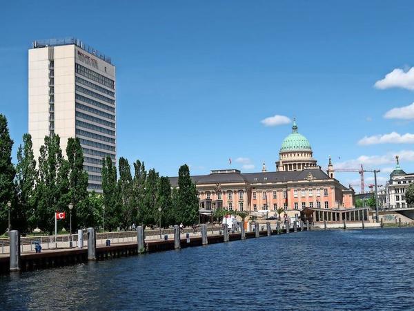 Am Potsdamer Hafen beginnen und enden die Fahrten. Foto: Fabian Lamster