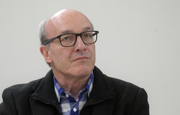 Dr. Thomas Weinke bleibt Chefarzt der Infektiologie. Foto: Bernd Gartenschläger