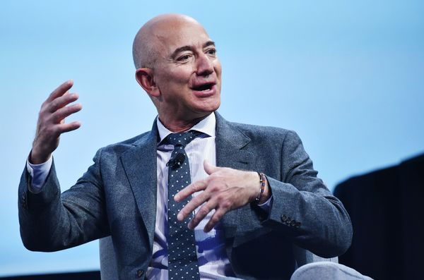 Amazon licenses Slack for all employees, while Slack adopts AWS video-calling tech