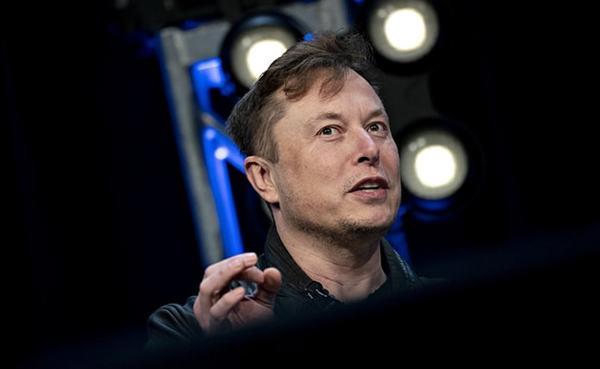"Elon Musk Says ""Time To Break Up Amazon,"" Escalates Feud With Jeff Bezos"