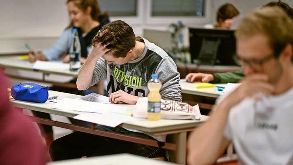 Konjunkturpaket: Lehrer fordern für Schulen 20 Milliarden Euro zusätzlich