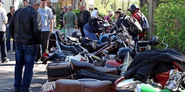 Motorradfans treffen sich in Wünsdorf. Foto: Promo