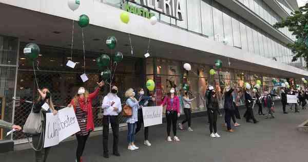 Kaufhof-Beschäftigte demonstrieren für Erhalt des Standorts