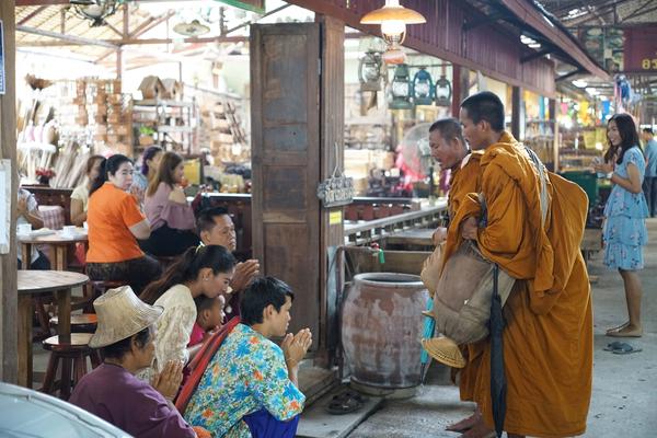 De Gong Kong markt in Ayutthaya is de plek voor traditioneel Thais eten.