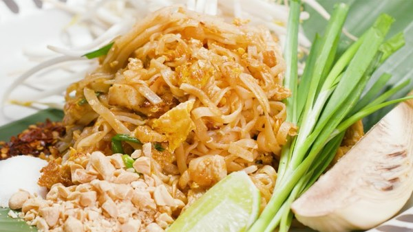 Authentic chicken Pad Thai