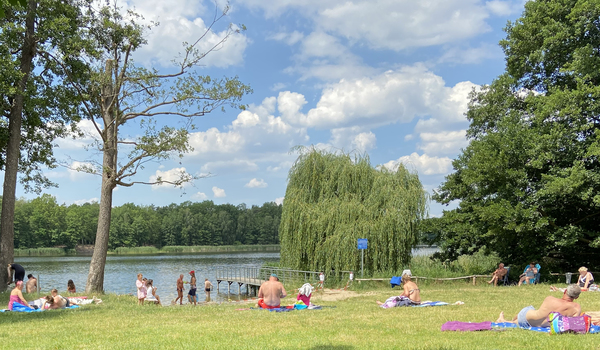 Gesperrt und trotzdem gut besucht: der Güterfelder Haussee. Foto: Konstanze-Kobel-Höller