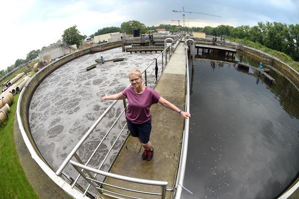 Dagmar Triptow (56) ist seit 29 Jahren Abwassermeisterin. Foto: Bernd Gartenschläger