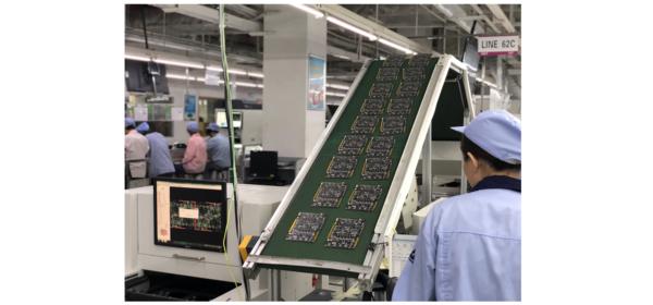 GPUs saindo da linha de produção em uma fábrica.
