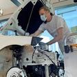 Gläserne Manufaktur von VW: Besucher dürfen am e-Golf mitbauen