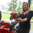 Autostadt: Große und kleine Ducati Panigale stehen mitten im ZeitHaus-Shop