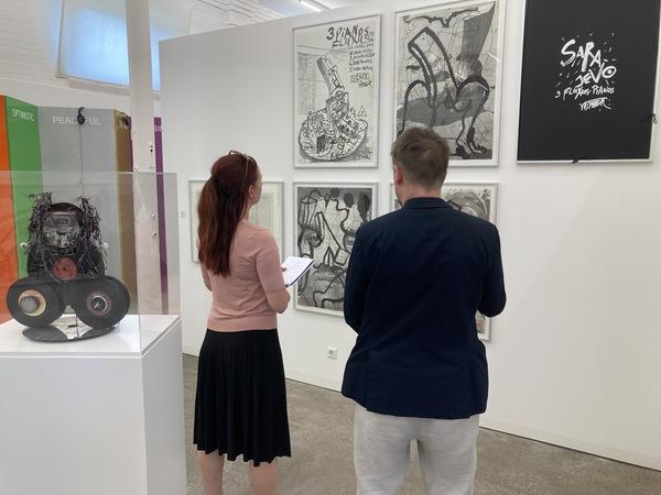 MAZ-Redakteurin Saskia Kirf (fast) allein im Museum. Foto: Bernd Gartenschläger