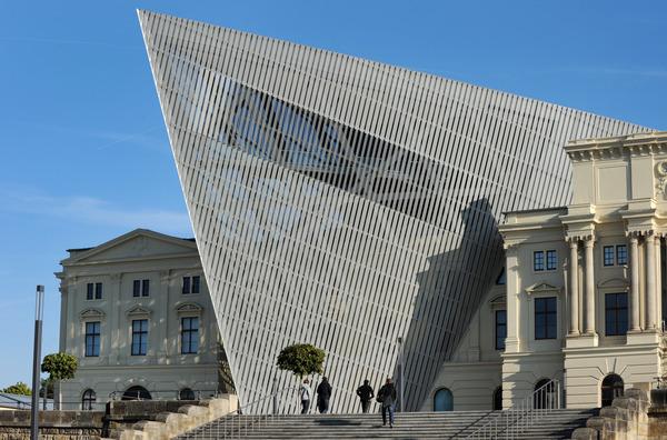 Libeskind in Dresden: das Militärhistorische Museum der Bundeswehr mit dem Aluminienkeil. Foto: dpa