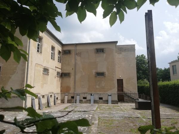Das einstige Pfarrhaus ist heute kaum wieder zu erkennen. Foto: Peter Degener