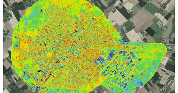 La thermographie aérienne montre les déperditions d'énergie des bâtiments d'Ypres. - Warmtefoto toont isolatiegraad van Ieperse daken