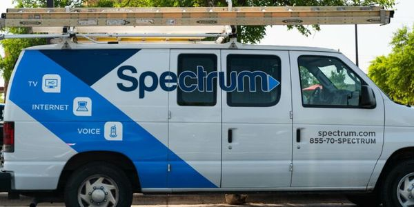 FCC helps Charter avoid broadband competition