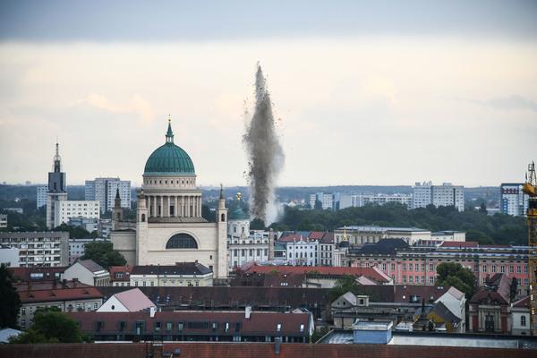 Die Bomben-Sprengung. Foto: Julian Stähle