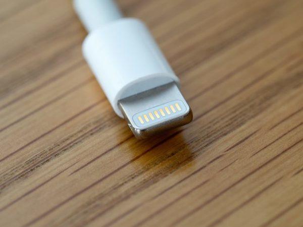 Tweede analist ook duidelijk: 'iPhone 12 zonder oplader in de doos'