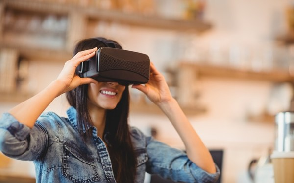 The Future of College Marketing: Virtual Reality and Augmented Reality