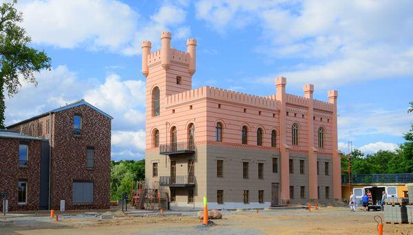 Das Fährhaus hat nicht nur seinen Turm zurück. Foto: Bernd Gartenschläger