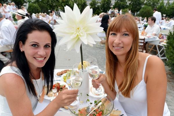"""Ganz in Weiß: Ein """"Diner en blanc"""" findet am Sonntag statt. Foto: Christel Köster"""