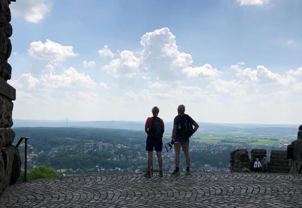 Von der Plattform des Denkmals aus bietet sich den Besuchern ein grandioser Ausblick. (Foto: Birgit Dralle)