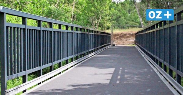 25Meter: Längste Kunststoff-Brücke der Welt in Sassnitz montiert