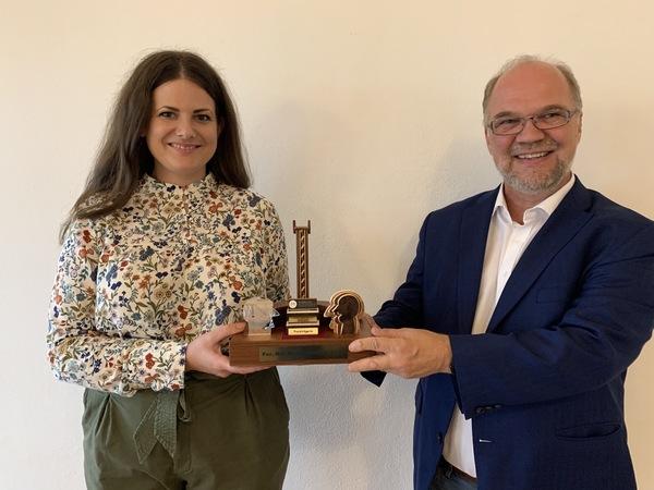 Prof. Dirk Heckmann überreicht mir den For..Net Media Award