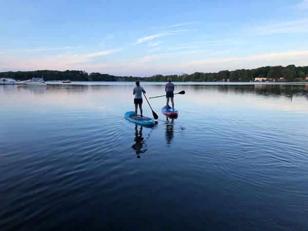 Blaue Stunde auf dem Petzinsee. Foto: Maike Schultz
