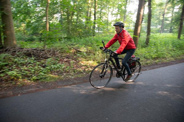 Bernd Haase ist der HAZ-Experte fürs Fahrradfahren in der Region und darüber hinaus. (Foto: Tim Schaarschmidt)