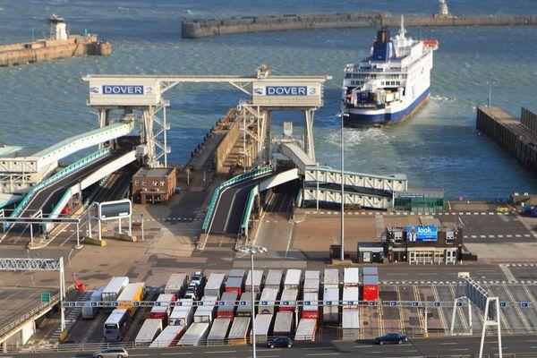 Brexit : un grand centre pour gérer les 10 000 camions quotidiens - Spoedwerk om 10.000 vrachtwagens te onthalen