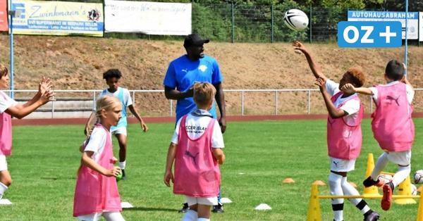 Ex-Profi Francis Kioyo will bei Fußballcamp auf Rügen Spaß und Leistung verbinden