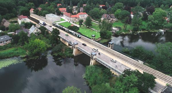So soll es aussehen: Neben der Nordbrücke der Nedlitzer Insel soll eine Trambrücke errichtet werden. Die Türme werden nach außen versetzt. Quelle: Grafik: Stadtwerke