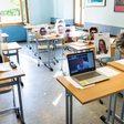 Bundesbildungsministerin Karliczek: Lehrer müssen mit Laptops und Dienst-E-Mail ausgestattet werden
