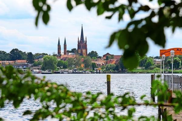 Blick von der Anglerklause auf Werder/Havel. Foto: Bernd Gartenschläger