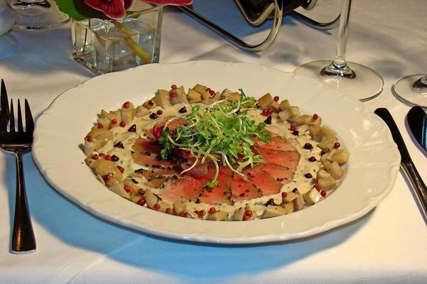 Kalbsfilet-Carpaccio mit Thunfisch-Kapernsauce und Kräuterseitlinge gibt es hier.