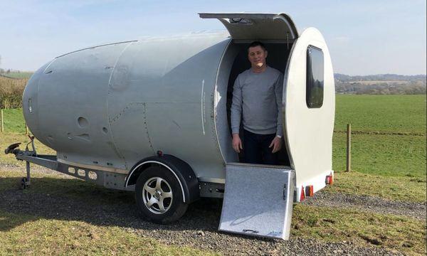 ... der Mann, der eine Flugzeug-Turbine zum Camping-Anhänger umgebaut hat