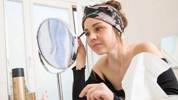 Schön schweißfrei:So hält Make-up auch bei Hitze