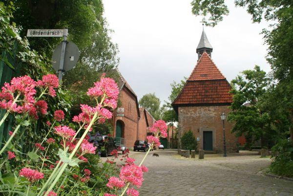 In Hemmingen führt die Route durch das Alte Dorf mit der Kapelle. (Foto: Zimmer)
