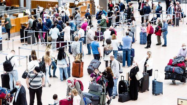 Gesundheitsminister reden über Mehrfachtests für Rückkehrer von Auslandsreisen