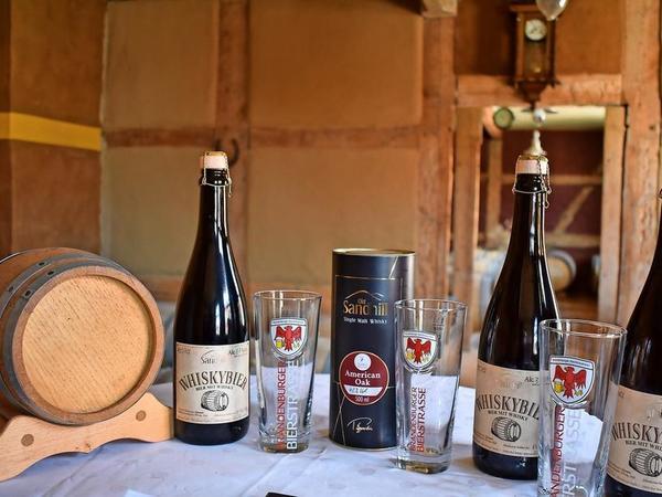 Das Whiskybier wird in Sektflaschen abgefüllt und verkorkt. Foto: Natalie Preißler