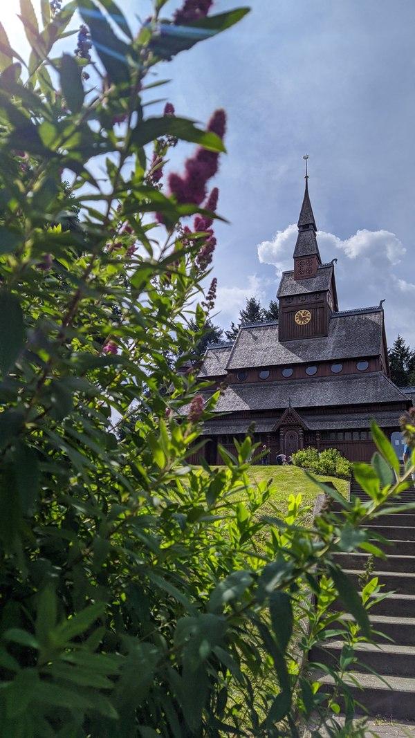 Die Stabkirche in Hahnenklee wurde 1907 nach norwegischem Vorbild erbaut. Foto: Nadine Wolter