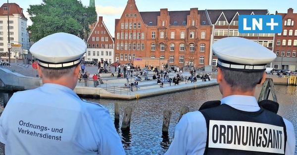 Feiern unter Auflagen: Lübecks Party-Plätze am ersten Abend verwaist
